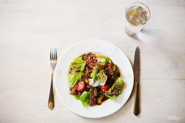 Тёплый салат с говядиной и овощами в азиатском стиле — 240 рублей. Изображение № 25.