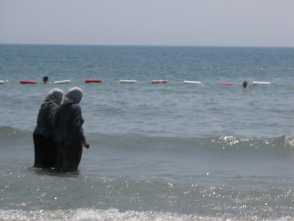 ближе к Албанской границе самый протяженный песчаный (что редкость) пляж черногории. Изображение № 47.