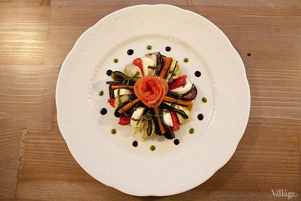 Салат с моцареллой и овощами гриль — 490 рублей. Изображение № 18.