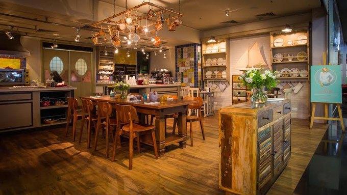 В торговой галерее «Модный сезон» открылось кафе «Юлина кухня» телеведущей Юлии Высоцкой. Изображение № 1.