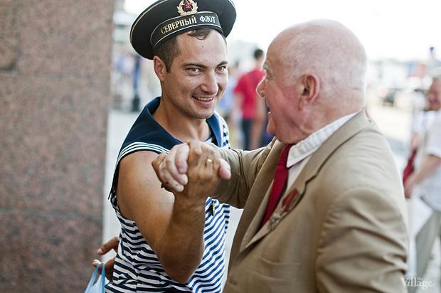 Фоторепортаж: День Военно-морского флота в Петербурге. Изображение № 37.