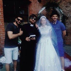 Пары, поженившиеся наStay Hungry Backyard. Изображение № 2.