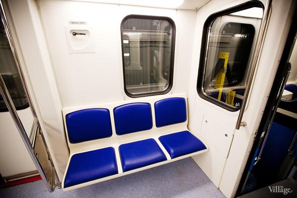 В Петербурге представили новые вагоны метро и низкопольный трамвай. Изображение № 11.