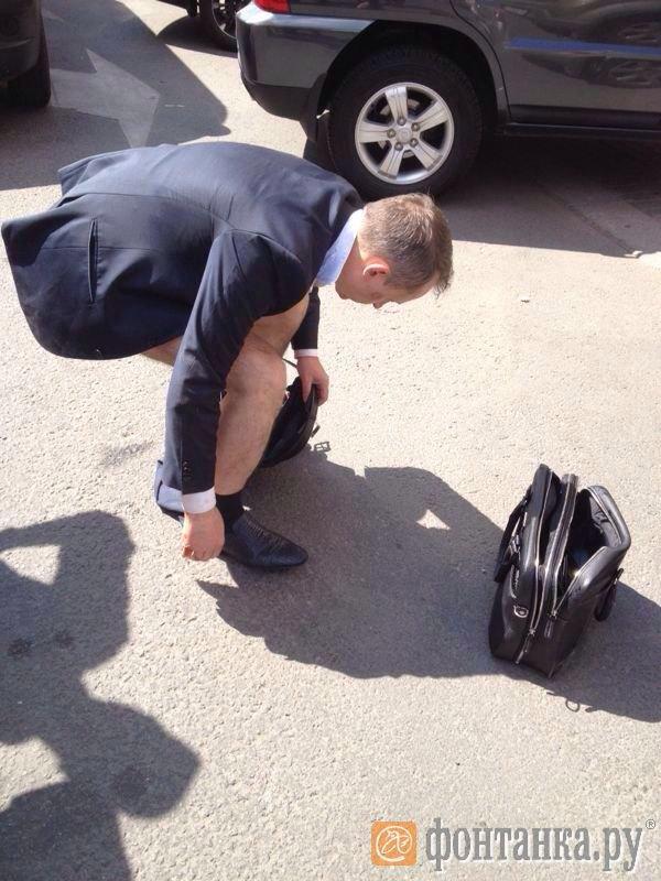 Петербургский чиновник оказался без штанов наНевском проспекте . Изображение № 1.