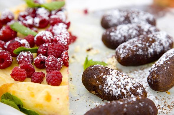 Еда на Пикнике «Афиши»: сэндвичи Foodster, пироги «Это моя булочка» и бургеры от «Даров природы». Изображение № 5.