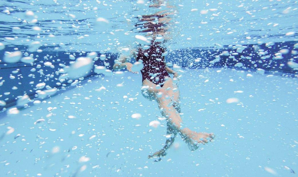 Слитные купальники для плавания и отдыха у бассейна. Изображение № 1.