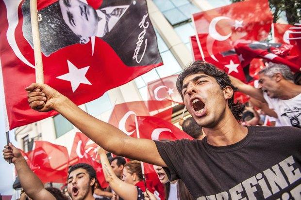 Как у них: Чего требуют на митингах жители Афин, Минска, Тель-Авива и Гонконга. Изображение № 15.