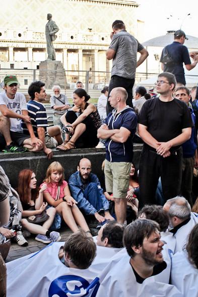 Copwatch: действия полиции на «сидячем» митинге «Стратегии-31» на Триумфальной площади. Изображение № 19.