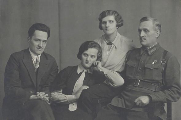 Семья Пилюгиных, 1930-е годы. Изображение № 11.