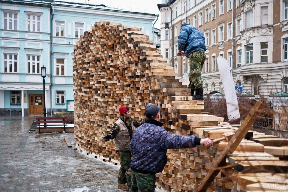 Фоторепортаж: Временный арт-объект во дворе Тургеневки. Изображение № 2.