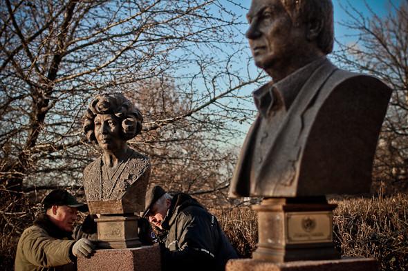 Падение кумиров: В парке «Музеон» демонтировали незаконные памятники. Изображение № 17.