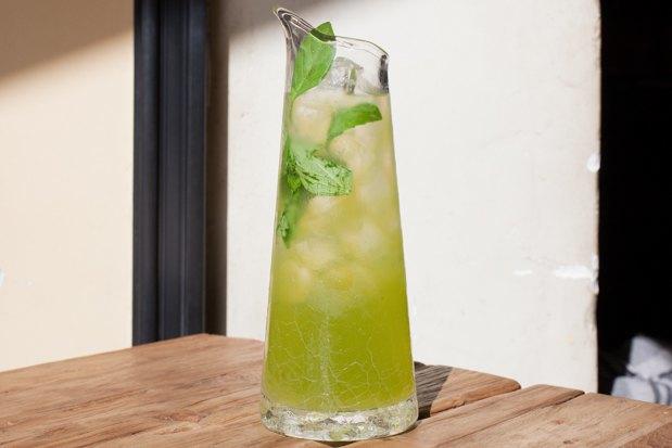 Три лимонада: слемонграссом, барбарисом икаркаде,малиной имаракуйей. Изображение № 3.