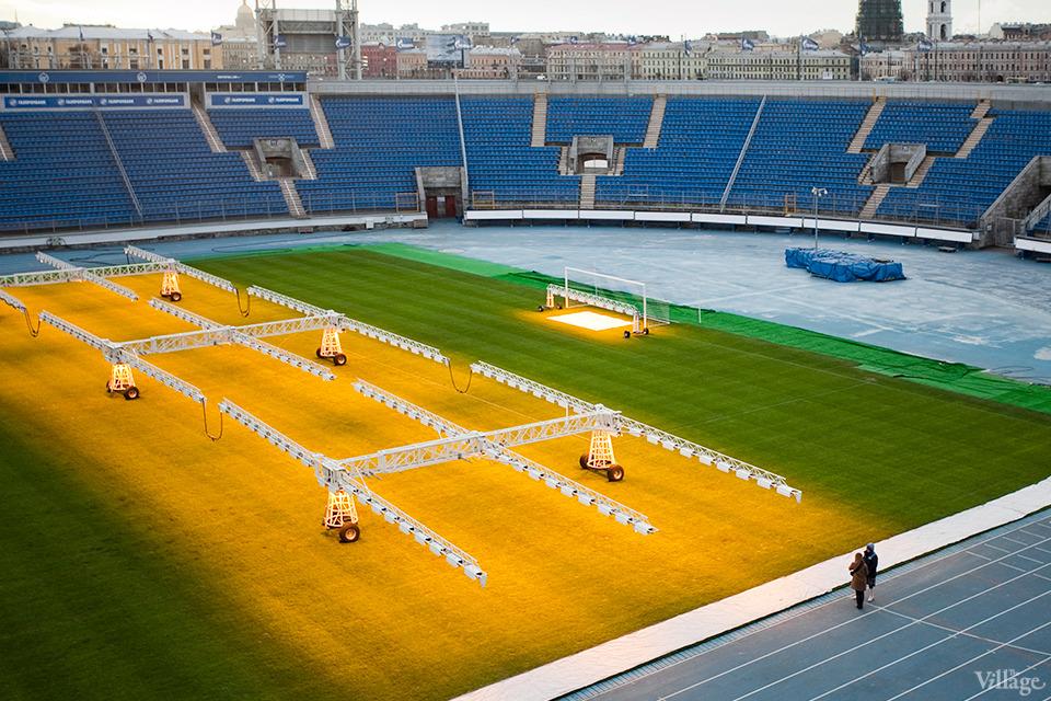 По газону не ходить: Работа агронома нафутбольном стадионе . Изображение №15.