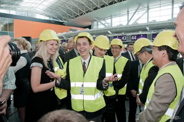 Фоторепортаж: В аэропорту Борисполь открыли самый большой на Украине терминал. Зображення № 18.