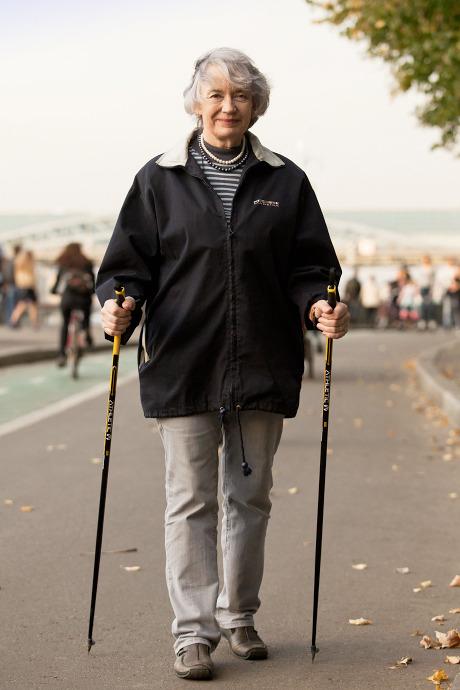 Люди в городе: Кто занимается скандинавской ходьбой. Изображение №15.