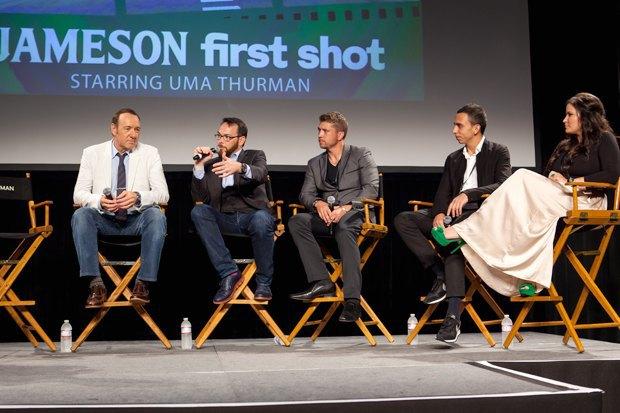 Кевин Спейси с Дэной  Брунетти («Триггер Стрит») и победителями Jameson First Shot 2014. Изображение № 6.