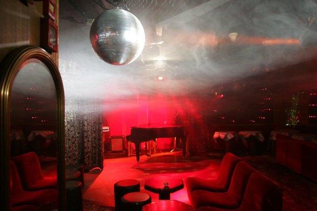 На месте ресторана The Americano откроется французский клуб Le Baron. Изображение № 1.