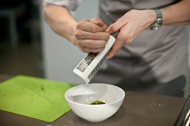 Шеф дома: Ягненок, хумус иоблепиховый десерт шефа «Стрелки». Изображение № 32.