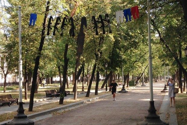 Инсталляция «Привет войне» наТверском бульваре. Изображение № 1.