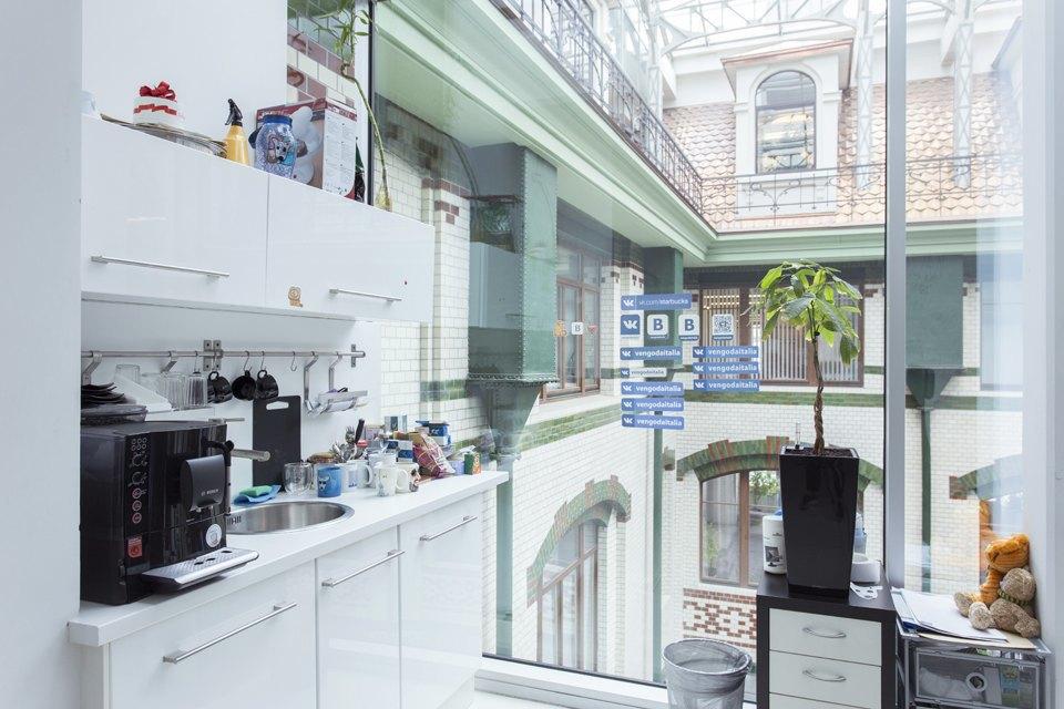 Офис «ВКонтакте» вдоме «Зингер». Изображение № 17.