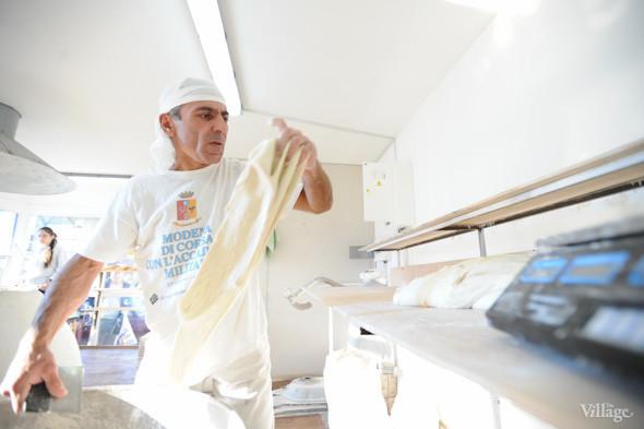 Фоторепортаж: Как пекут хлеб в тандыре. Зображення № 4.