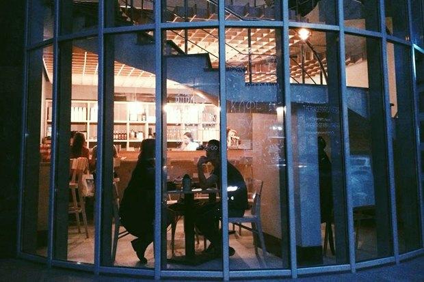 Меню Shake Shack, роллы с местной рыбой в «Свои люди», кафе Ламберти в Aizel. Изображение № 21.