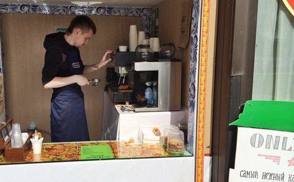 Кофейня Robusta открыла летний филиал на Петровской набережной. Изображение № 1.