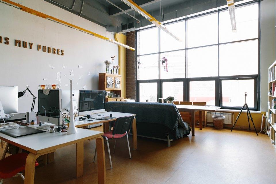 Офис дизайн-бюро «Щука» с усами на стенах. Изображение № 5.