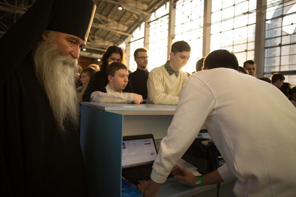 Какие вопросы молодёжь задает Патриарху. Изображение № 8.