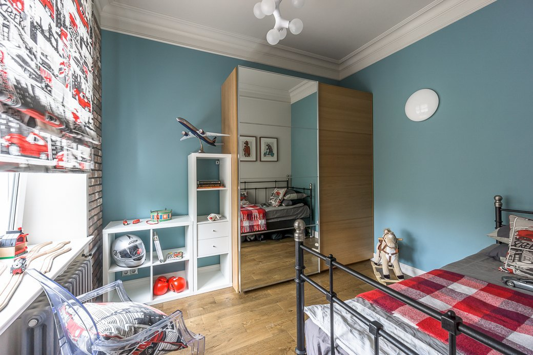 Квартира для молодой семьи скомиксом «Хранители» на стенах. Изображение № 11.