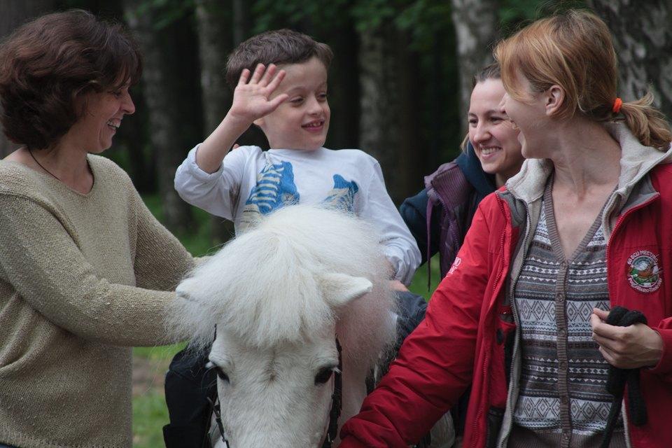 Кони, люди: Как конюшню, помогающую детям-инвалидам, выселяют из парка Горького. Изображение № 6.