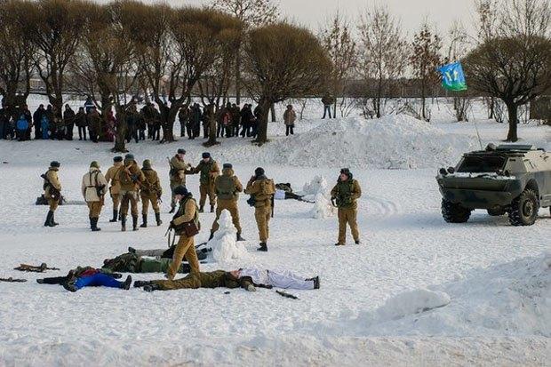 В Петербурге реконструируют битву Афганской войны с БТР и конными караванами. Изображение № 5.