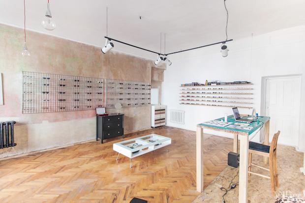 На полках: Магазин очков и оправ Hello Glasses. Изображение № 1.