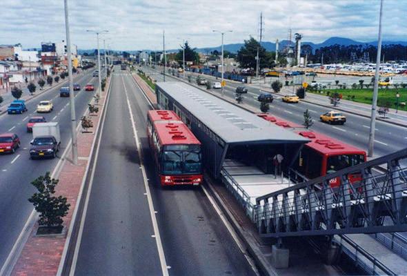 Автобусная система TransMilenio в Боготе по принципу работы напоминает метро.. Изображение № 60.