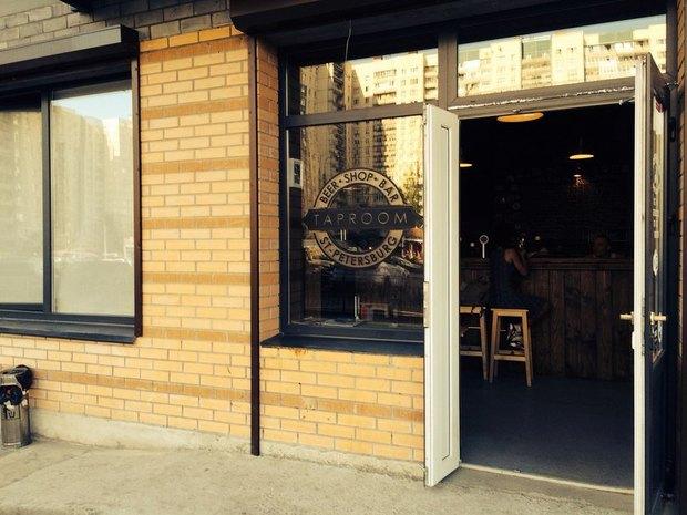 НаПросвещения открыли спортивный магазин-бар скрафтовым пивом. Изображение № 3.