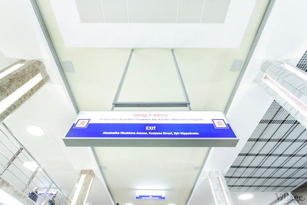 На станции двуязычные указатели. Изображение № 22.