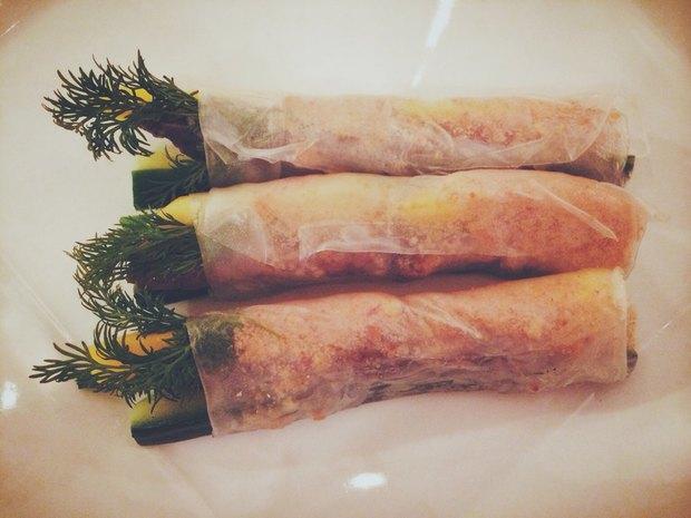 Гой Саой — спринг-роллы с манго, кешью, огурцом, зелёным луком, говядиной, завёрнутые в рисовую бумагу —295 рублей. Изображение № 2.