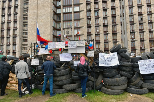 Жители Донецка озахвате администрации, России икрымском сценарии. Изображение № 6.