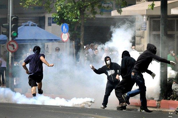 Как у них: Чего требуют на митингах жители Афин, Минска, Тель-Авива и Гонконга. Изображение № 8.
