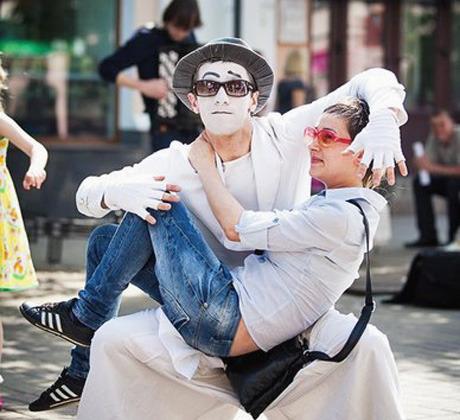В Киеве пройдёт фестиваль уличных театров и парад шляп. Зображення № 3.