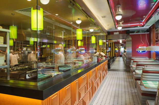 «Две палочки» открылись в стиле американского придорожного кафе. Изображение № 5.