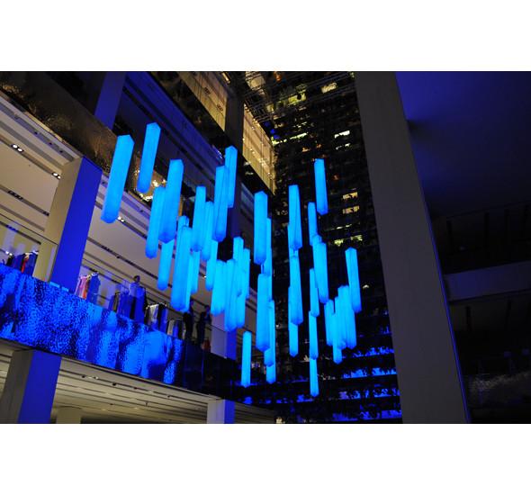 Изображение 6. В столичном универмаге появилась световая инсталляция.. Изображение № 8.