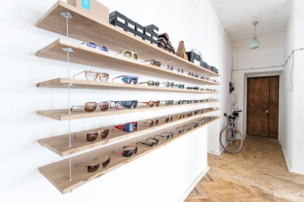 На полках: Магазин очков и оправ Hello Glasses. Зображення № 6.