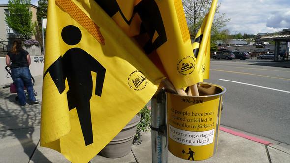 Идеи для города: Пешеходные флажки в Киркланде. Изображение № 5.