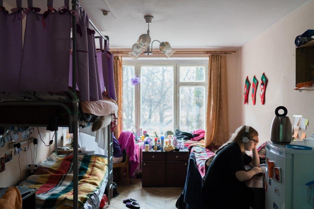 «Клопы довольно больно кусаются»: Студенты МГУ — о жизни в старом общежитии. Изображение № 2.