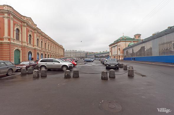 Так сейчас выглядит Конюшенная площадь в Санкт-Петербурге. На ней находится автомобильная стоянка.. Изображение № 46.