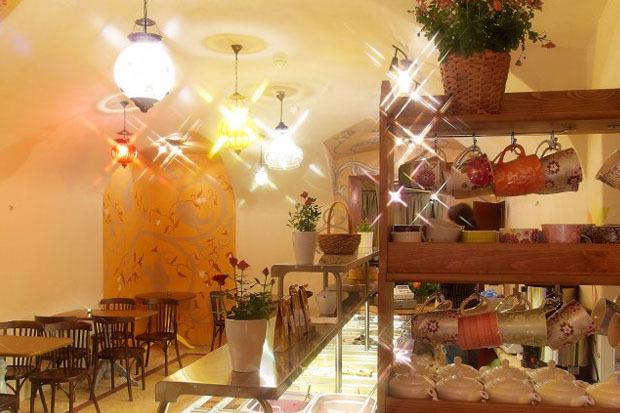 На Казанской открылось вегетарианское кафе с сейтаном. Изображение № 4.