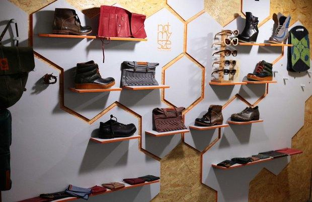 В «Этажах» открылся магазин с обувью ручной работы. Изображение № 1.