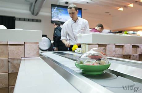 На Крещатике открылся ресторан с суши-конвейером. Изображение № 2.