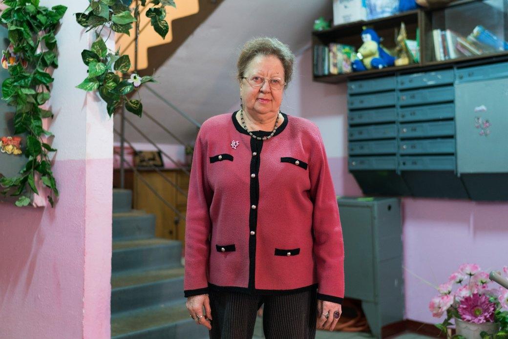 «Я — спокойствие подъезда»: Московские консьержи — огорожанах, кризисе илюбви кпорядку. Изображение № 4.